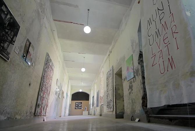 Kritika na delu predstavlja: UVUU i Galerija Reflektor